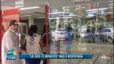 Fiscalização: 'Lei dos 15 minutos' não é cumprida em Salvador - A lei determina que as pessoas não esperem mais de 15 minutos durante o atendimento em bancos.