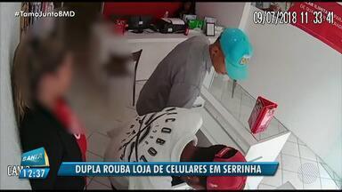 Câmera de segurança flagra momento que bandidos roubam loja de celulares em Serrinha - A Polícia Civil está investigando para identificar os autores dos crime.