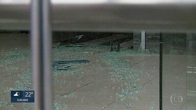 Assaltantes explodem quatro agências bancárias em Surubim, no Agreste de Pernambuco - Investida dos criminosos ocorreu na madrugada desta terça-feira (10) e assustou moradores da cidade.