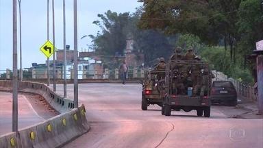 Forças de Segurança fazem uma operação em cinco regiões de favelas do Rio - São três mil e setecentos militares das Forças Armadas, com apoio de duzentos policiais militares e noventa policiais civis. Eles estão no Complexo do lins, na zona norte e em outras quatro comunidades de Copacabana e Leme.