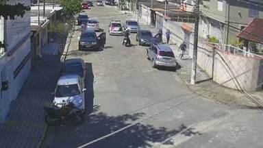 Moradores de bairro em São Vicente estão assustados com onda de assaltos - Crimes vêm ocorrendo com frequência no bairro Vila Cascatinha.