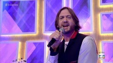 André Frateschi canta 'I Want to Break Free' - Cantor se apresenta no 'Encontro' em comemoração ao dia do rock