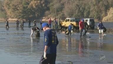 Voluntários participam de mutirão de limpeza do rio Piracicaba - Cerca de 80 pessoas participaram da ação de limpeza.