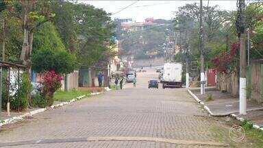 Tiroteio deixa feridos no bairro Cidade Alegria, em Resende, RJ - Segundo PM, troca de tiros aconteceu entre criminosos de facções rivais. Um casal foi baleado.