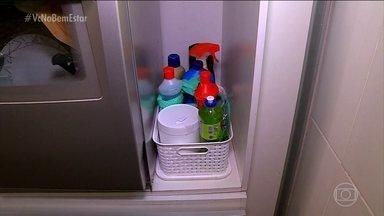 Os cuidados com os produtos de limpeza - Muitas crianças podem se intoxicar com produtos de limpeza. Isso porque elas podem confundir esses produtos com comidas e bebidas.