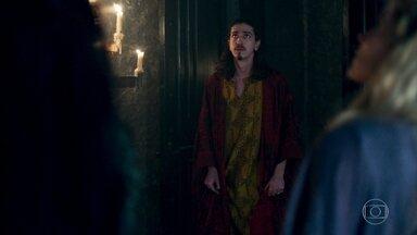 Rodolfo encontra Lucrécia e Glória no quarto - Ele pede pela chave, mas Lucrécia mostra onde ela foi parar após briga