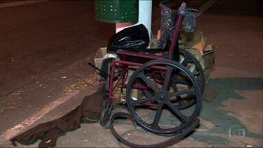 Garçom embriagado atropela e mata moradora de rua cadeirante em SP - Outro morador de rua também ficou ferido. O motorista foi preso em flagrante.