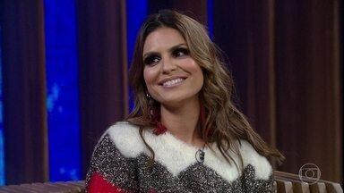 Aline Barros relembra sua estreia na TV - Cantora fala sobre sua dedicação à música gospel