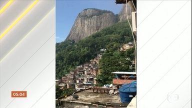 Tiroteio assusta moradores da Rocinha, no Rio de Janeiro - Militares do Exército fizeram um cerco para dar apoio aos policiais durante a troca das equipes de plantão.