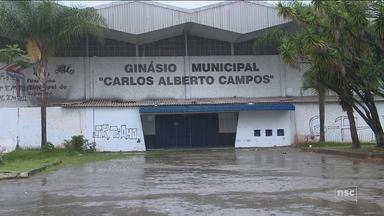 Moradores reclamam de descaso da prefeitura da capital com o Ginásio Carlos Alberto Campos - Moradores reclamam de descaso da prefeitura da capital com o Ginásio Carlos Alberto Campos