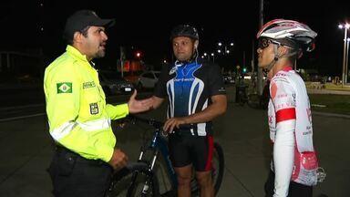 Ciclistas também precisam tomar cuidados no trânsito - Saiba mais em g1.com.br/ce