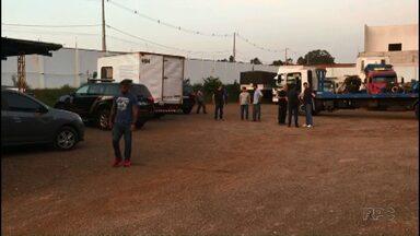 Polícia faz operação contra contrabando e prende donos de uma empresa em Umuarama - Segundo a PF, na oficina eram feitas adulterações e adaptações em veículos furtados.