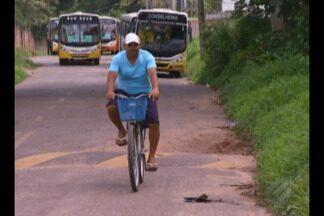 Comunidades de Belém vivem em meio ao mato alto - Situação tráz riscos a saúde e a segurança.