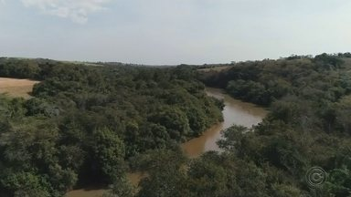 Meteorologistas explicam efeitos da estiagem no Centro-Oeste Paulista - Região está sem chuva há mais de um mês e meteorologistas do IPMet, da Unesp-Bauru, explicam os motivos deste inverno quente e seco.