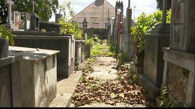 Cemitério de João Pessoa tem túmulos abertos e falta de infraestrutura - Telespectadora do JPB denunciou a situação.