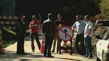 Manifestantes protestam contra interdição total de trecho da BR-459 em Delfim Moreira (MG) - Manifestantes protestam contra interdição total de trecho da BR-459 em Delfim Moreira (MG)