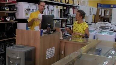 Comércio de Cachoeiro, ES, tem boas expectativas com relação ao pagamento do PIS - Comerciantes esperam vender mais.