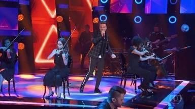 """Michel Teló canta """"Por Trás da Maquiagem"""" - Show do técnico encerra a quarta noite de audições às cegas"""