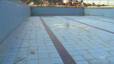 Prefeitura analisa novo projeto para piscina semi-olímpica abandonada na capital - Prefeitura analisa novo projeto para piscina semi-olímpica abandonada na capital