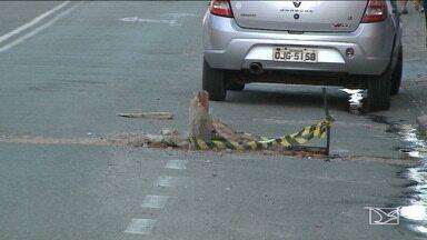 Moradores reclamam dos buracos deixados nas ruas após obras realizadas pela Caema - Várias ruas estão tomadas por buracos após serviços realizados pela Companhia de Saneamento Ambiental (Caema).