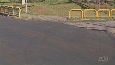 Asfalto no Sítio Cercado está novo, mas falta sinalização - Moradores reclamam dos acidentes frequentes.