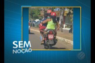 Sem Noção flagra dois adultos transportando criança em moto sem segurança - Imagem foi registrada em Tucuruí