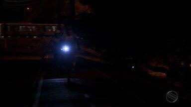 Ciclistas estão preocupados com a falta de iluminação na Avenida Marechal Rondon - Prefeitura de Aracaju informou que uma equipe de manutenção da rede elétrica vai fazer uma revisão em toda extensão da avenida.