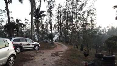 Vítima de assalto confessa ter atirado no suspeito no distrito do Taboão, em Mogi - Num primeiro momento, o dono da residência disse ter encontrado o corpo em frente à casa dele.