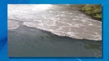 Poluição do rio Tenente Amaral, em Jaciara, preocupa - Poluição do rio Tenente Amaral, em Jaciara, preocupa.