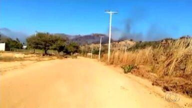 Bombeiros combatem queimadas na serra próxima ao distrito de Taquaruçu - Bombeiros combatem queimadas na serra próxima ao distrito de Taquaruçu