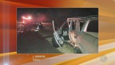 Acidente entre carro e caminhonete deixa oito pessoas feridas em Sabino - Oito pessoas ficaram feridas, uma delas em estado grave, em um acidente no domingo (29) em Sabino (SP)