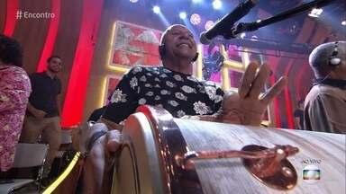 Fundo de Quintal canta 'Pela Hora' - Com mais de 40 anos de carreira, grupo é uma das grandes referências do pagode