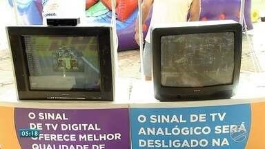 Faltam menos de duas semanas para o fim do sinal analógico em Campo Grande e Terenos - A partir de 14 de agosto, televisor de tubo sem conversor não vai servir pra mais nada. Por isso, domingo (29), foi dia de Feirão Digital no Centro da capital.