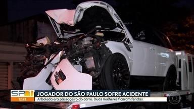 Zagueiro do São Paulo, Arboleda, sofre acidente de carro que deixa duas mulheres feridas - Suspenso, o jogador não participou do jogo contra o time do Cruzeiro, em Belo Horizonte (MG). Mas após o acidente, ele e o motorista deixaram para trás duas mulheres feridas.