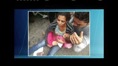 Mãe e filha são atropeladas por caminhão na faixa de pedestres em Governador Valadares - Mulher estava à pé e levava criança na garupa de uma bicicleta quando foram atropeladas pelo veículo; caminhão estava com a documentação atrasada.