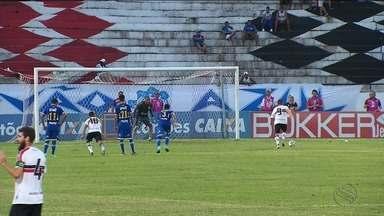 Confiança é goleado pelo Santa Cruz - Partida ocorreu no Arruda e terminou com goleada por 4 a 0 dos mandantes.
