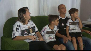Zagueiro Ítalo conta história de superação e quer título do Treze - Esposa de jogador supera câncer e engravida novamente e zagueiro está a um passo do título da Série D