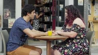 Úrsula diz que não sabe se consegue esquecer o que Enzo lhe fez - A jovem conta que sua decepção com o rapaz foi muito grande