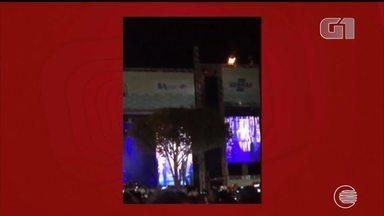 Vídeo mostra momento em que palco de Luan Santana pega fogo em Esperantina - Vídeo mostra momento em que palco de Luan Santana pega fogo em Esperantina
