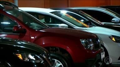 Serviço de aluguel de carro muda o comportamento do brasileiro - Locadoras projetam aumento no faturamento de 12,3%. Samy Dana comenta se vale a pena alugar, comprar à vista ou financiar um carro.