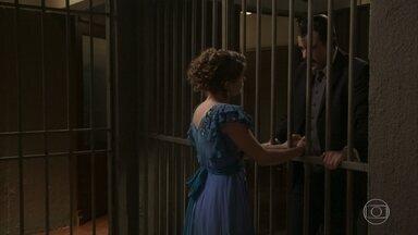 Olegário visita Charlotte na prisão - Charlotte se preocupa ao ouvir o amigo dizer que vai agir contra a injustiça que a moça está sofrendo