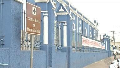 Leitos vazios x superlotação. Essa é a situação entre a Santa Casa e o PS de Cuiabá - Leitos vazios x superlotação. Essa é a situação entre a Santa Casa e o PS de Cuiabá.