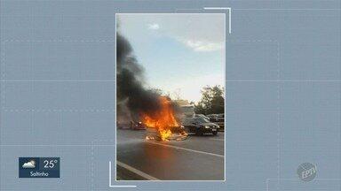 Carro pega fogo e assusta motoristas na marginal da Rodovia Anhanguera, em Sumaré - Incidente aconteceu no sentido capital, o carro ficou em chamas em meio a pista, mas ninguém se machucou.