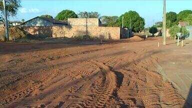 Postes impedem pavimentação em bairro de Gurupi - Postes impedem pavimentação em bairro de Gurupi
