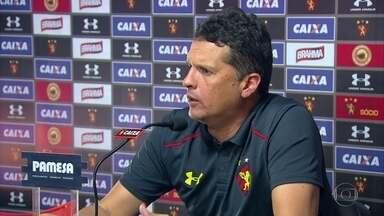No Sport, Claudinei Oliveira se anima com chance de jogar com São Paulo, líder da Série A - Treinador diz que Leão tem se dado melhor com quem está na frente da classificação