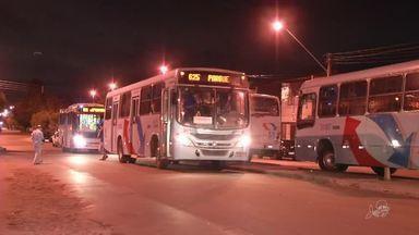 Após ataques, ônibus voltam a cumprir o itinerário completo na Sapiranga - Outras informações no G1.com.br/CE