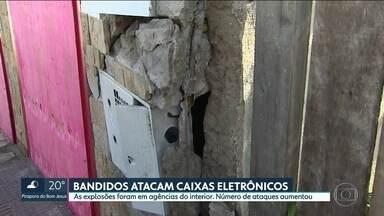 Bandidos atacaram caixas eletrônicos no interior - Foi o segundo dia em que houve explosões em agências bancárias
