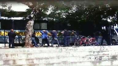 Quatro rapazes são detidos na Vila Olímpica - Segundo a Guarda Municipal com eles foram apreendidos drogas