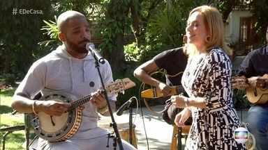 Arlindinho mostra composição que fez para seu pai - O cantor é filho de Arlindo Cruz