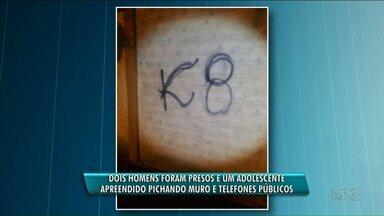 Pichadores são presos em Paranavaí - Eles picharam muro e um telefones públicos.